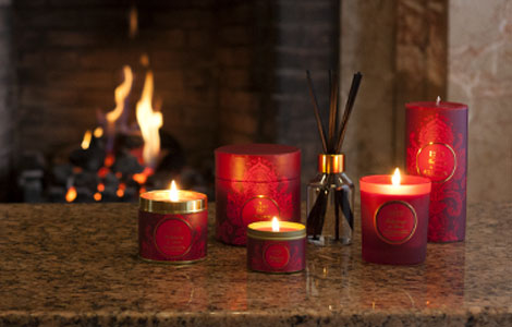 Hollyberry-and-Clove-Candles