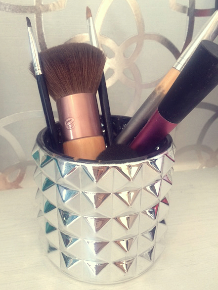 Makeup brushes in Silver Textured Metallics